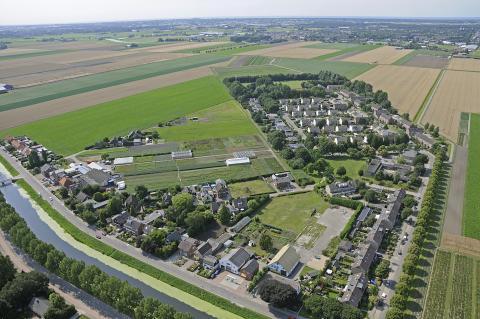 Luchtfoto van Abbenes ten westen van de Hoofdvaart (foto: Kees van der Veer)